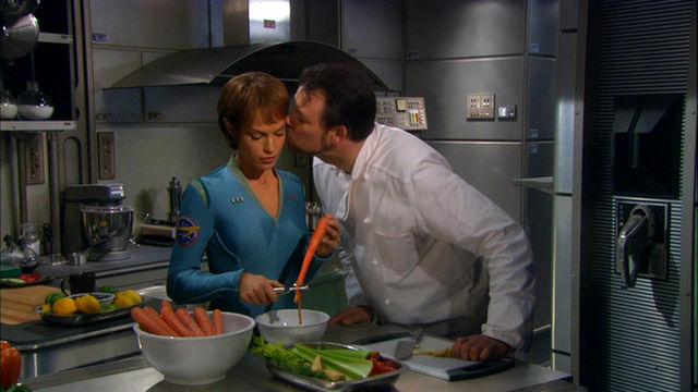 Riker_kissing_T'Pol.jpg